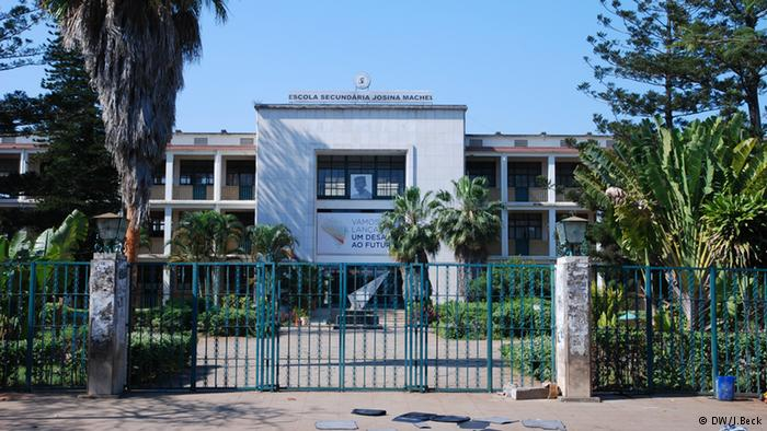 Escola-Secundária-Josina-Machel.jpg